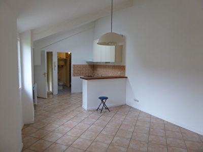 À LOUER - APPARTEMENT - MENNECY